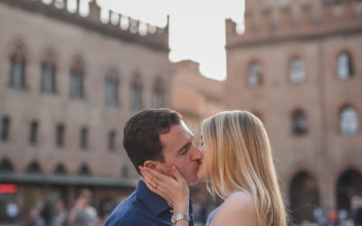 Engagement session through the alleys of Bologna